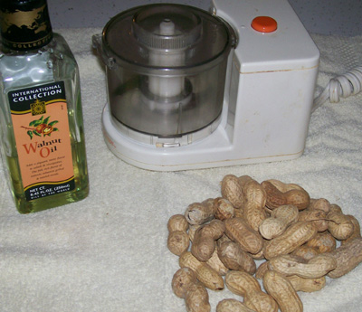 photo showing the ingredients for making fresh peanut butter.